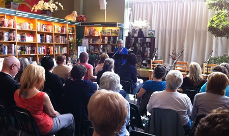 Charlene Diehl, artistic director of THIN AIR, welcomes the audience to the Winnipeg Fictionista event.